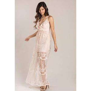 Dresses & Skirts - Blush lace v-neckline maxi dress half lined NWT